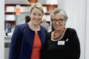 Bundesfamilienministerin Dr. Franziska Giffey und Ursula Schele, PETZE-Institut, Foto: Madeline Jost